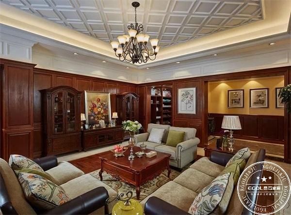客厅定制家具搭配可以说是一门学问,如果客厅家具搭配得当,不但可以让自己每天生活更加愉悦,而且当有朋友来家里作客的时候,也倍有面子! 技巧一:风格、颜色协调一致  客厅定制家具时,都会选择一个自己喜欢的风格,所以在搭配沙发茶几和电视柜的时候,也是一样。电视柜的款式和颜色要和沙发茶几的颜色保持统一即可。