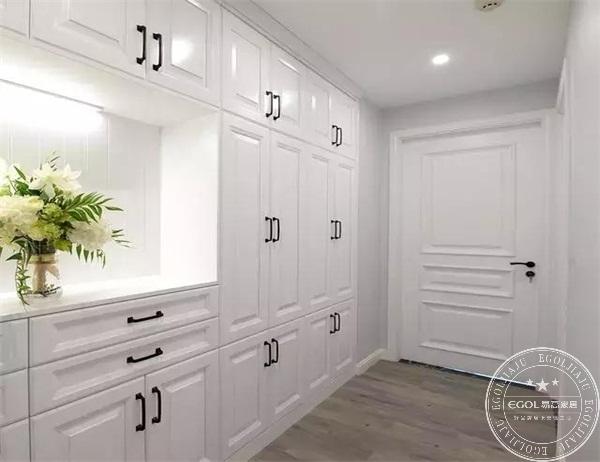 小户型,玄关处的设计是跑不掉的,一般绝大多数都会把鞋柜设计在玄关处